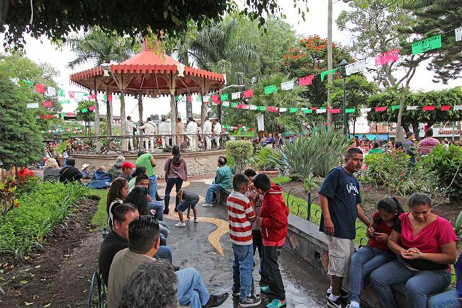 Image of Ajijic plaza