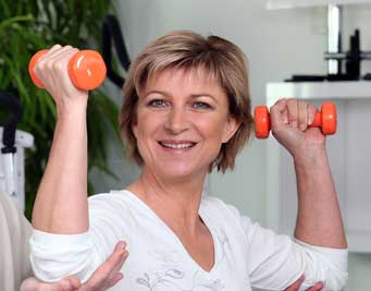 woman with 1-pound dumbbells