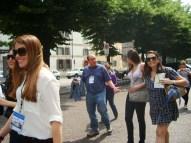 (03/jun) Todos chegaram bem. No domingo, um belo dia de sol. Os alunos e o professor Pedro Melo passeiam por Verona.
