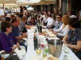 (03/jun) Todos almoçam em um delicioso restaurante em Verona. E claro, o brinde de chegada não poderia faltar!