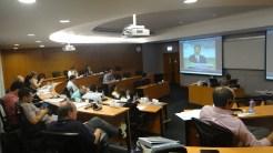 (15/11) Alunos assistindo, ao vivo, a apresentação dos novos membros do comitê governante da China para 2013