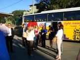 (10/10) alunos aguardando o ônibus