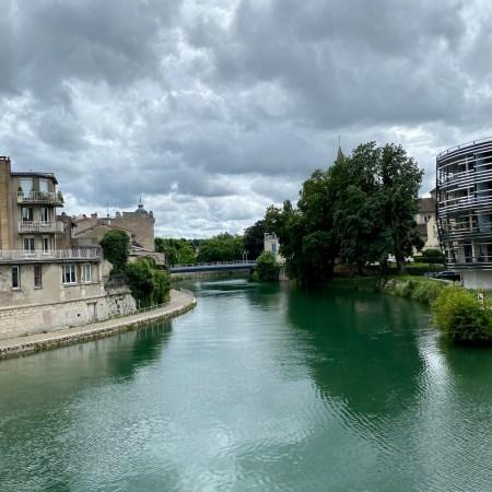 Cana du l'Est går genom Verdun stad