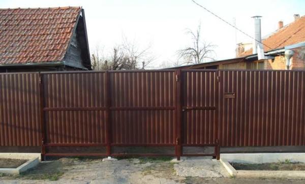 Závěrečný pohled na plot z profilu provedeného nezávisle
