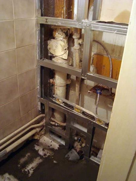 Как заделать трубы в туалете - Только ремонт своими руками ...
