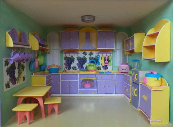 Bútor a konyhában egy bábházban