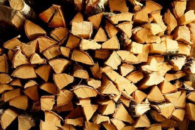 Дубовые дрова хороши всем, но далеко не всегда доступны