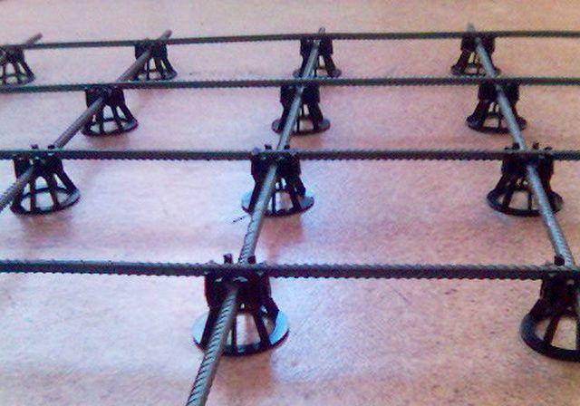 Cómodos trapos poliméricos para instalar la red de refuerzo.
