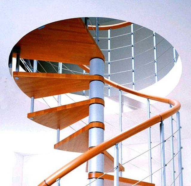 A felső lépés általában a második emeleti padló felületére lép