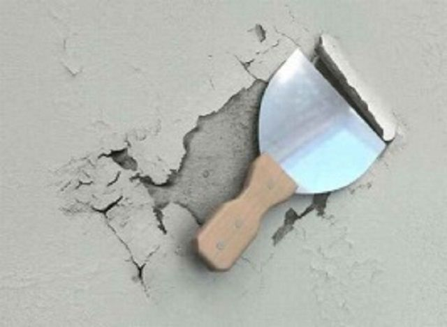 Nettoyage des murs du vieux plâtre