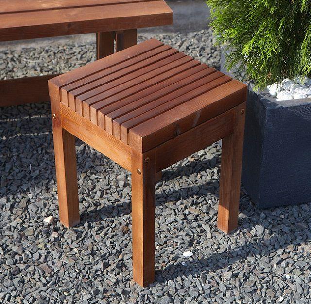 의자가 거리에서 사용되어야한다면, 재료는 예외적으로 천연 나무로되어 있습니다.
