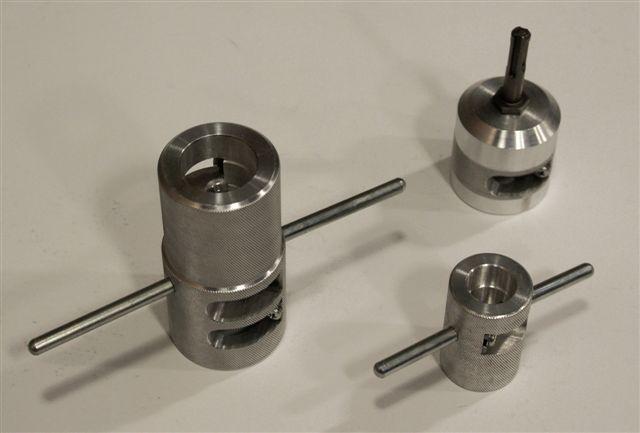 외부 알루미늄 보강을 갖는 파이프로 작업 할 때 깎아 지른듯한