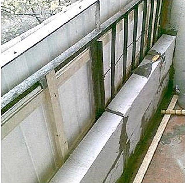 Көбік бетон блоктарының қабырғасын қойғанда, ескі металл қоршау тіпті бөлшектеуге болмайды