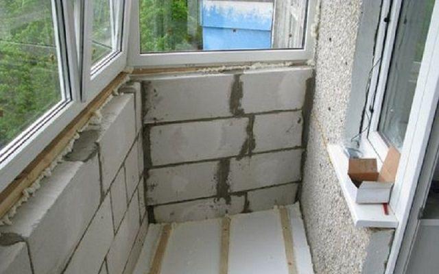 Астаналық дуалды көбік бетон блоктарынан тез бүктеңіз