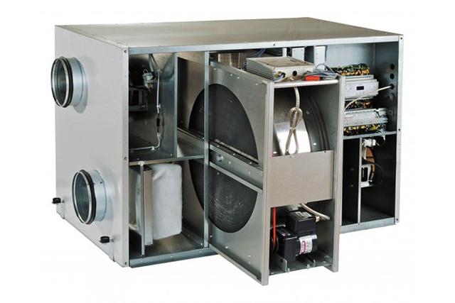 Instalación de ventilación con recuperador de calor rotatorio.