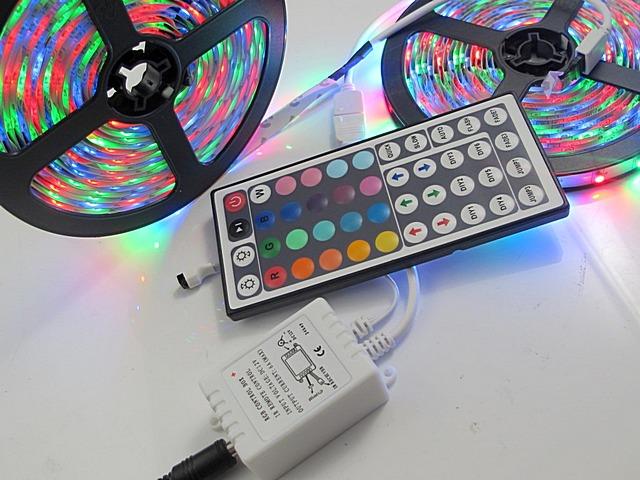 RF-kontroller för RGB-tejp utrustad med en fjärrkontroll