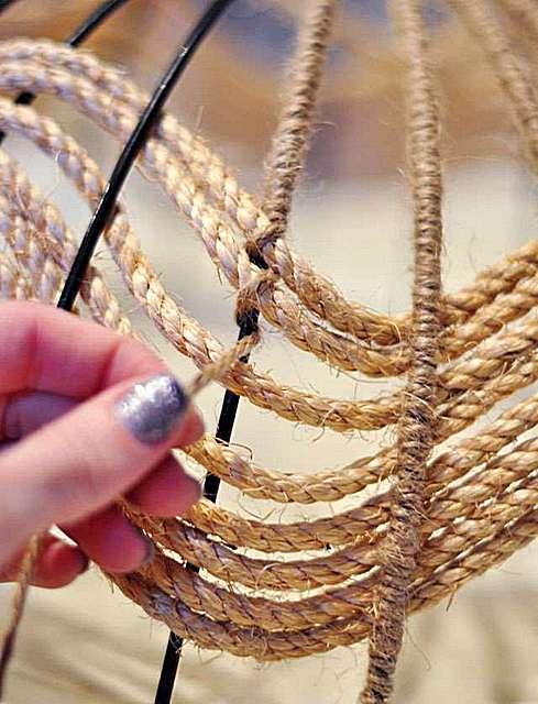 رفع طناب با استفاده از ریش تراش بر روی قاب.