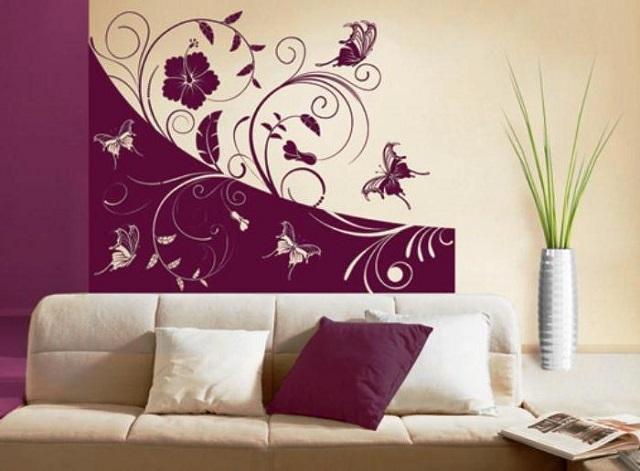 Двухцветное трафаретное панно со стилизованными растительными элементами и бабочками.