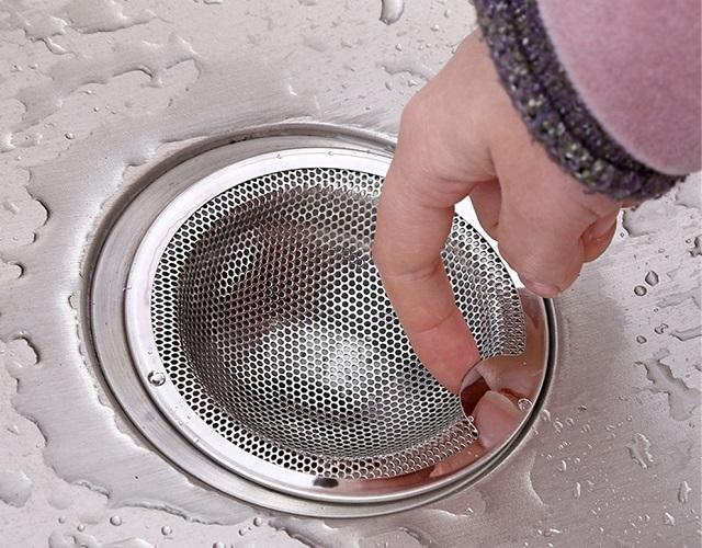 Bộ lọc lưới để lắp đặt trong lỗ thoát nước của bồn rửa nhà bếp. Đây là một trong những lựa chọn của họ là khá đủ và nhựa đơn giản và rẻ nhất.