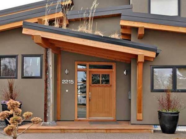 Навес над крыльцом частного дома: Как и какой выбрать?