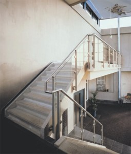 Glas Treppenwand