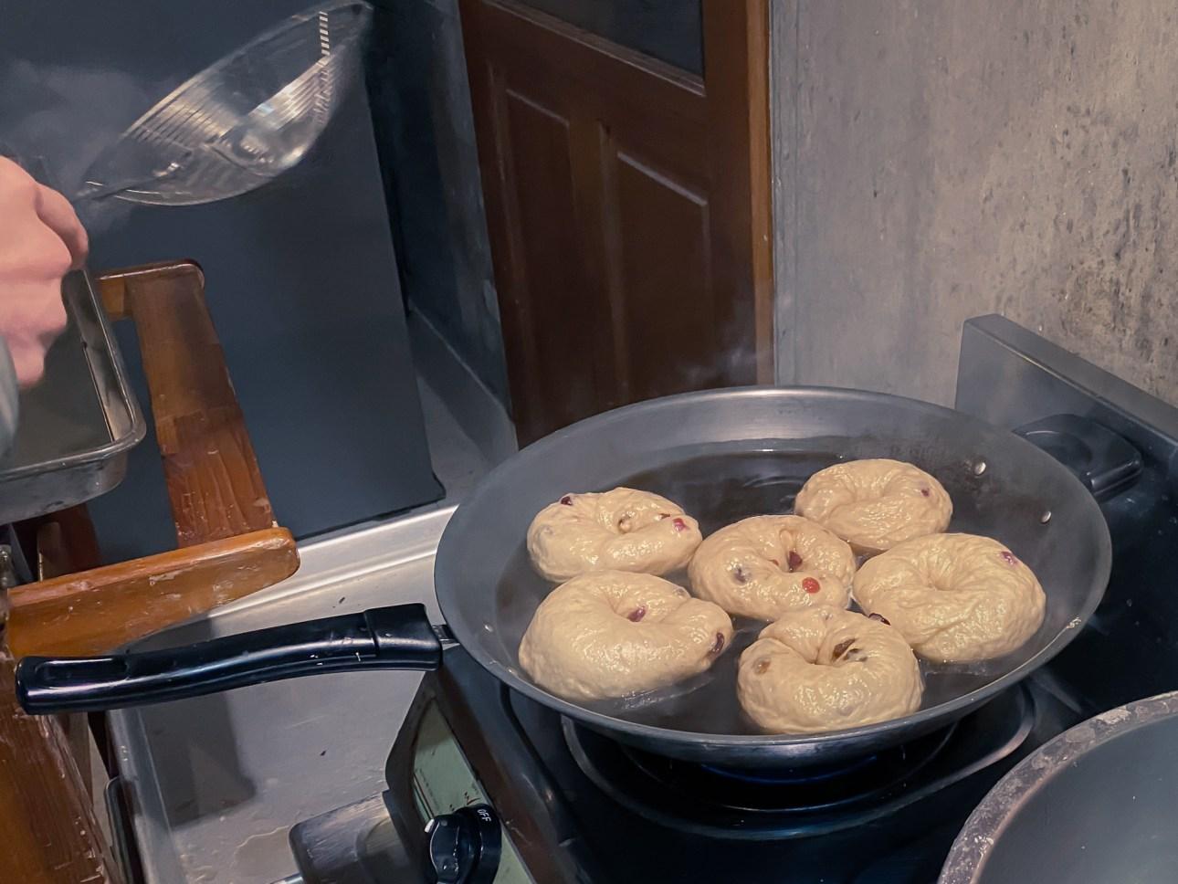進入烤箱前先用糖水煮過