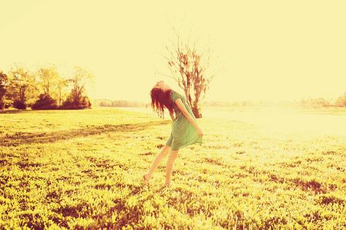Stt tình yêu Những phút giây yếu lòng bạn cũng cần mạnh mẽ để bước qua