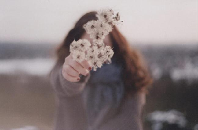 Stt buồn Tình yêu đôi lúc khiến cho con người ta cảm thấy cô đơn đến vậy
