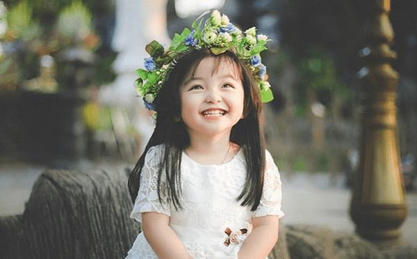 Bố mẹ dạy con gái biết bao dung, độ lượng để vận may luôn mỉm cười