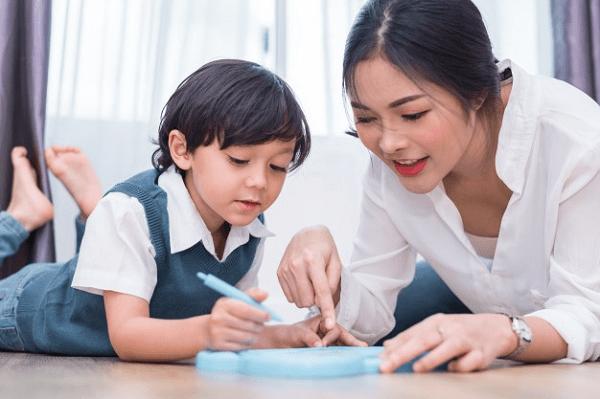 """Đừng nên đưa """"hồi ấy của bố mẹ"""" để dạy dỗ con cái của mình"""