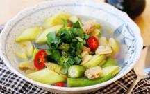 Cách nấu canh ngao chua với dọc mùng mang đến món ăn thanh mát bổ dưỡng