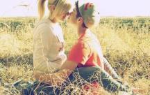 """Status hay lý giải vì sao em luôn hỏi """"Tại sao anh yêu em""""?"""