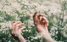 Stt tâm trạng viết cho những cảm xúc thổn thức của tình yêu đơn phương