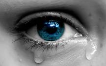 STT tình yêu đượm buồn với những giọt nước mắt lăn dài trên gò má