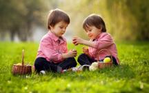 Cách bố mẹ dạy con thể hiện sự cảm thông và chia sẻ