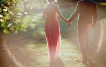 Status xúc cảm Vẫn con người đó, vẫn ánh nhìn đó, đã từng là tất cả của ta nay bỗng trở thành cả thế giới của một ai khác