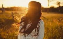 Status tâm sự Nỗi buồn như một người bạn, một thói quen khó bỏ...