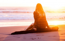 Trong tình cảm, phụ nữ giống như con sóng lúc dâng trào lúc đổ ụp xuống