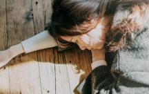 Stt tâm trạng viết cho những cảm xúc xót xa khi phải buông tay người mình yêu