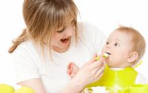 Những sai lầm các mẹ thường gặp khi cho con trẻ ăn dặm