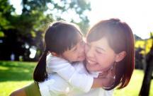 Tổng hợp những stt ý nghĩa mang tình yêu mẹ dành cho con