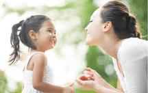 Làm bố mẹ nên dạy trẻ cách yêu thương như thế nào?