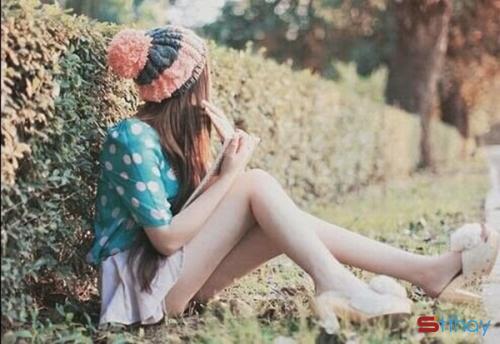 Status ngọt ngào Hãy yêu một cô gái ít nói