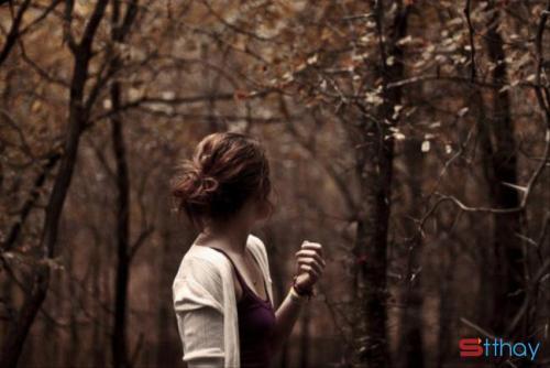 Cho rằng nói chia tay rồi thì sẽ không thấy mặt, cho rằng nói tạm biệt rồi thì sẽ không nhớ nhau nữa. Nhưng đột nhiên trong nháy mắt xảy ra việc liên quan đến anh ta, cho dù chỉ là một câu nói tương tự, cũng đủ làm cho mình lệ rơi đầy mặt.