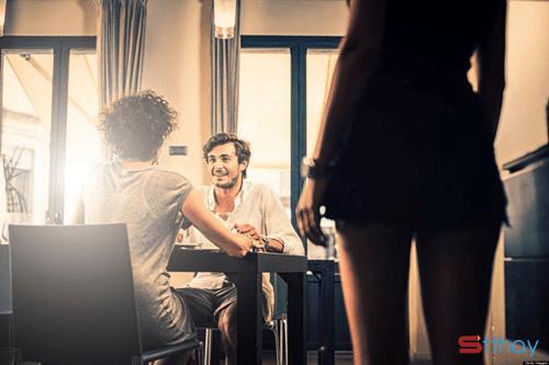 Đàn bà thông minh sẽ không chọn đánh ghen khi chồng ngoại tình