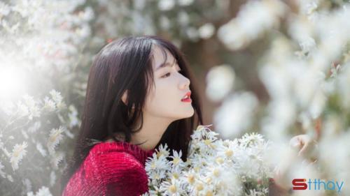 Stt tháng 4 Em thích tháng 4 khi yêu thương theo gió lùa qua cửa sổ,