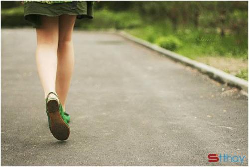 Stt một mình em bước đi tiếp tục hạnh phúc trên con đường của riêng em