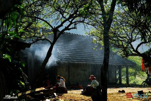 Status ý nghĩa tìm về mùi khói bếp cay nồng