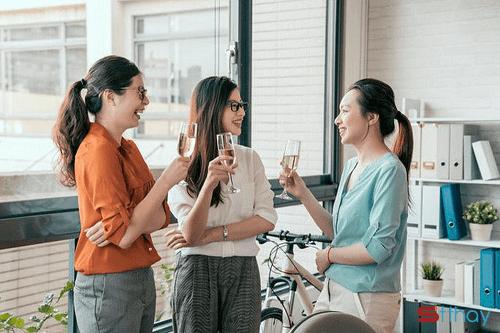 Cách giúp phụ nữ giảm sự trì trệ và căng thẳng khi ở nhà lẫn công sở