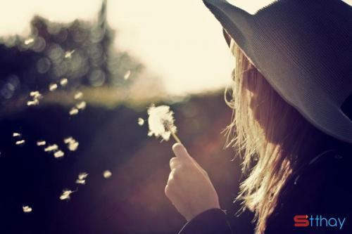 Những stt chênh vênh viết cho sự im lặng trong tình yêu